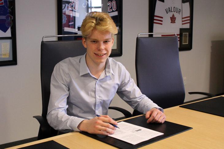 Isaac_Langdon_Signing
